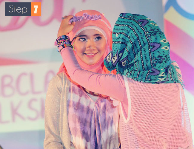 Tips dan Tutorial Kreasi Hijab Cantik Dengan Bando Bunga