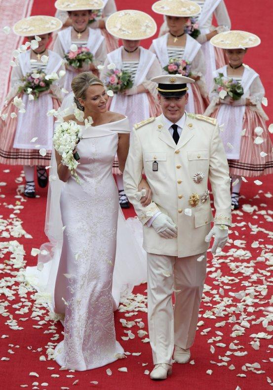 The symmetric swan prince albert of monaco marries charlene wittstock