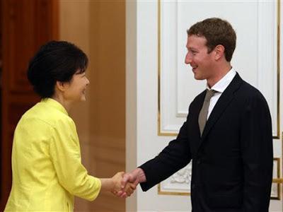 Zuckerberg sdiscute posible asociación con Samsung