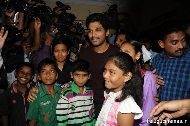 Stylish Star Allu Arjun with Kids at Make a wish foundation,Allu Arjun Made The Wish Of  cancer Children ,Allu Arjun Makes Time For Ailing Kids,Allu Arjun fulfills last wish of Cancer affected kids,Allu Arjun Fulfills Cancer Prone Children,Bunny Fulfils Their Last Wish,Allu Arjun photos at Make a Wish foundation,Allu Arjun latest photos,Allu Arjun at Make a wish foundation photos,