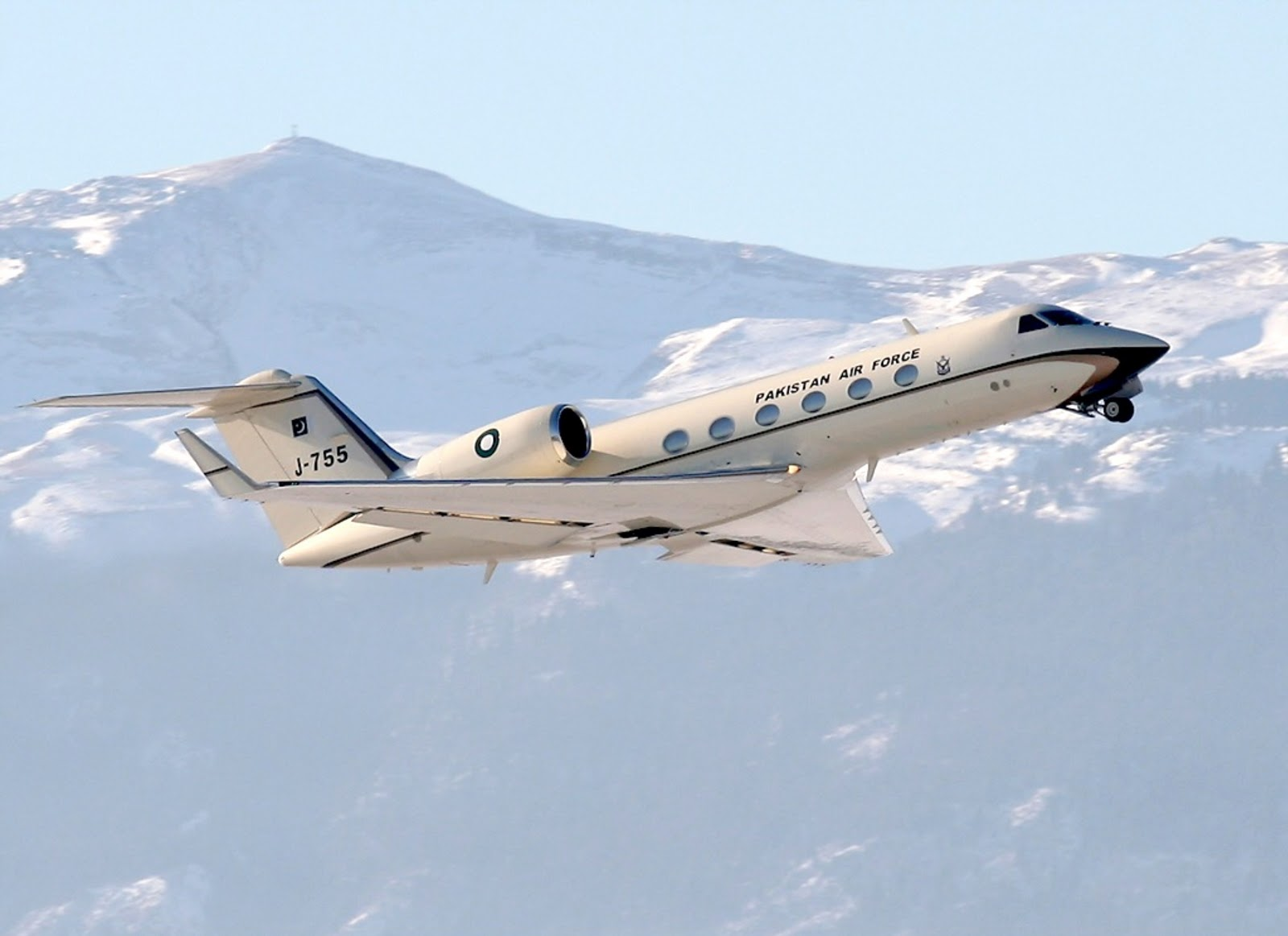 http://1.bp.blogspot.com/-udvSmpvXgVQ/TuiiY-KcjpI/AAAAAAAAHE0/PlZcRKDORYQ/s1600/dassault_falcon_20f_pakistan.jpg