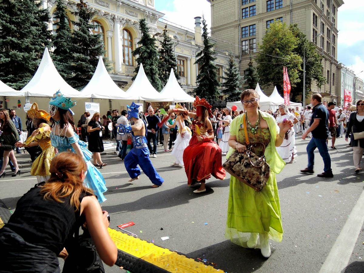 танцы на карнавале