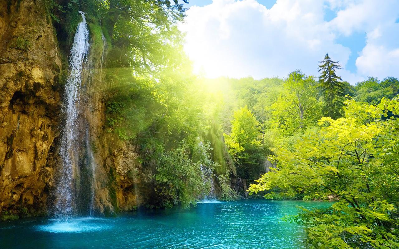 http://1.bp.blogspot.com/-udzgIxdVrmg/TkM5r5rMUxI/AAAAAAAAK80/i99F4KZbPG4/s1600/amazing-waterfall-wallpaper-1280x800-0372.jpg