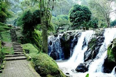 Bermain Air Terjun hingga Menelusuri Gua di Maribaya Bandung