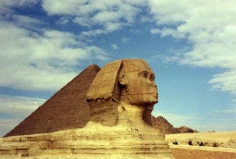 2. Những kim tự tháp khổng lồ chứa đầy bí hiểm