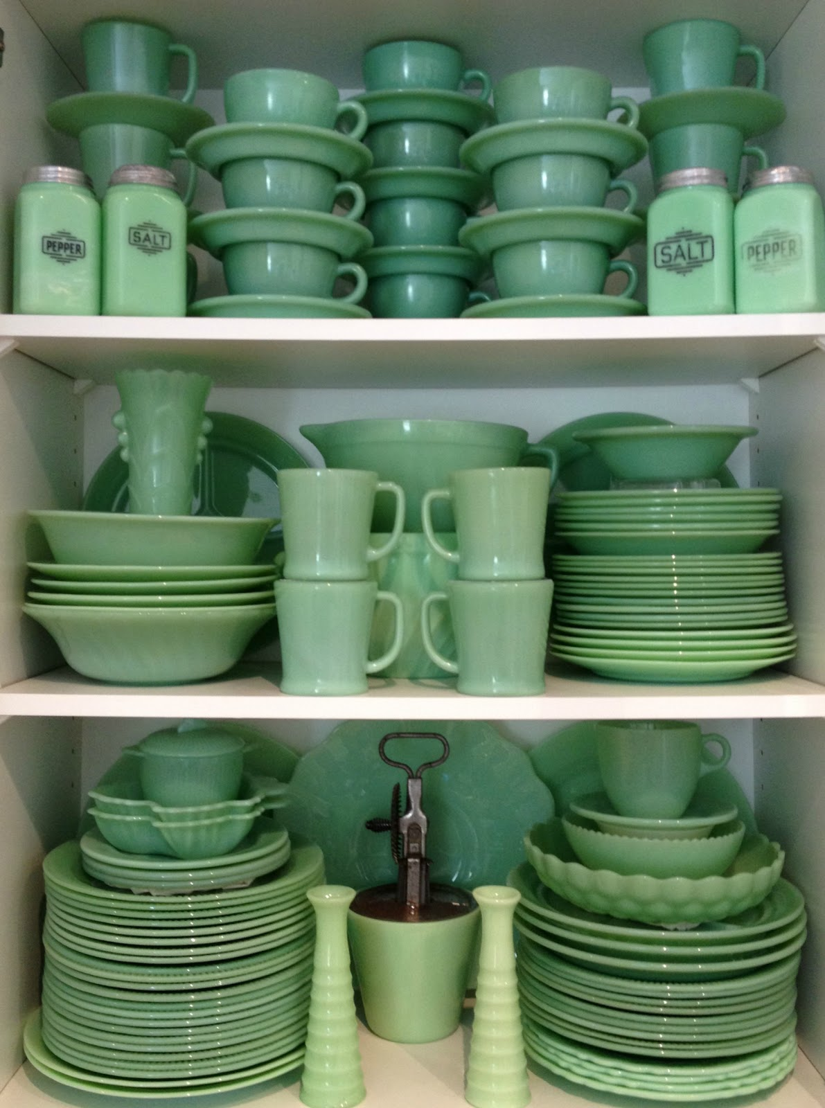 In the 1940s and 1950s jadeite - a stain- and heat-resistant milky-green glassware - was quite common and sold in hardware stores and five-and-tens. & Gin\u0027Gilli\u0027s Vintage Home: Collecting: A Closer Look At Jadeite