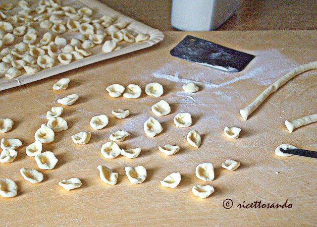 Orecchiette  pasta fatta in casa a base di farina di semola rimacinata