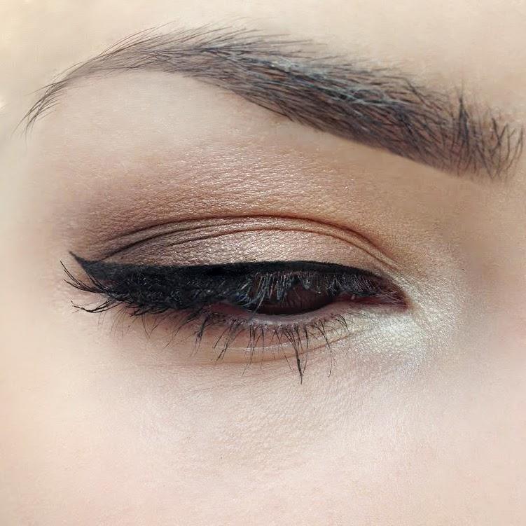 Макияж глаз с палеткой L'Oreal Color Riche Smoky Eyes Nude Lingerie E2