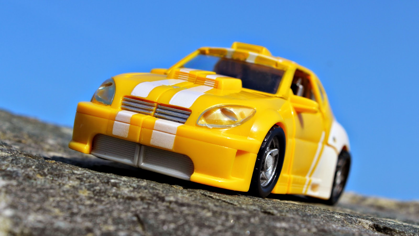 Transformers Classics Bumblebee action figure toy Autobot Deluxe car The MEC