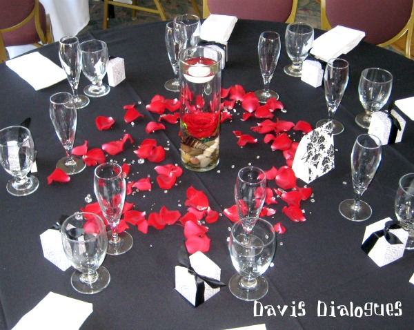Tysha 39 s blog this wedding table arrangement features beautiful red wedding flowers and - Red centerpieces for tables ...