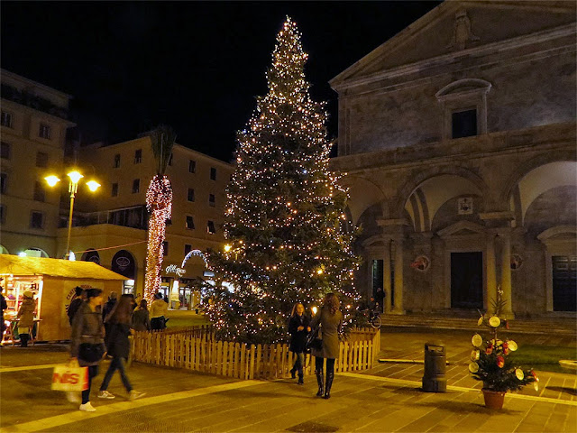 Christmas tree, piazza Grande, Livorno