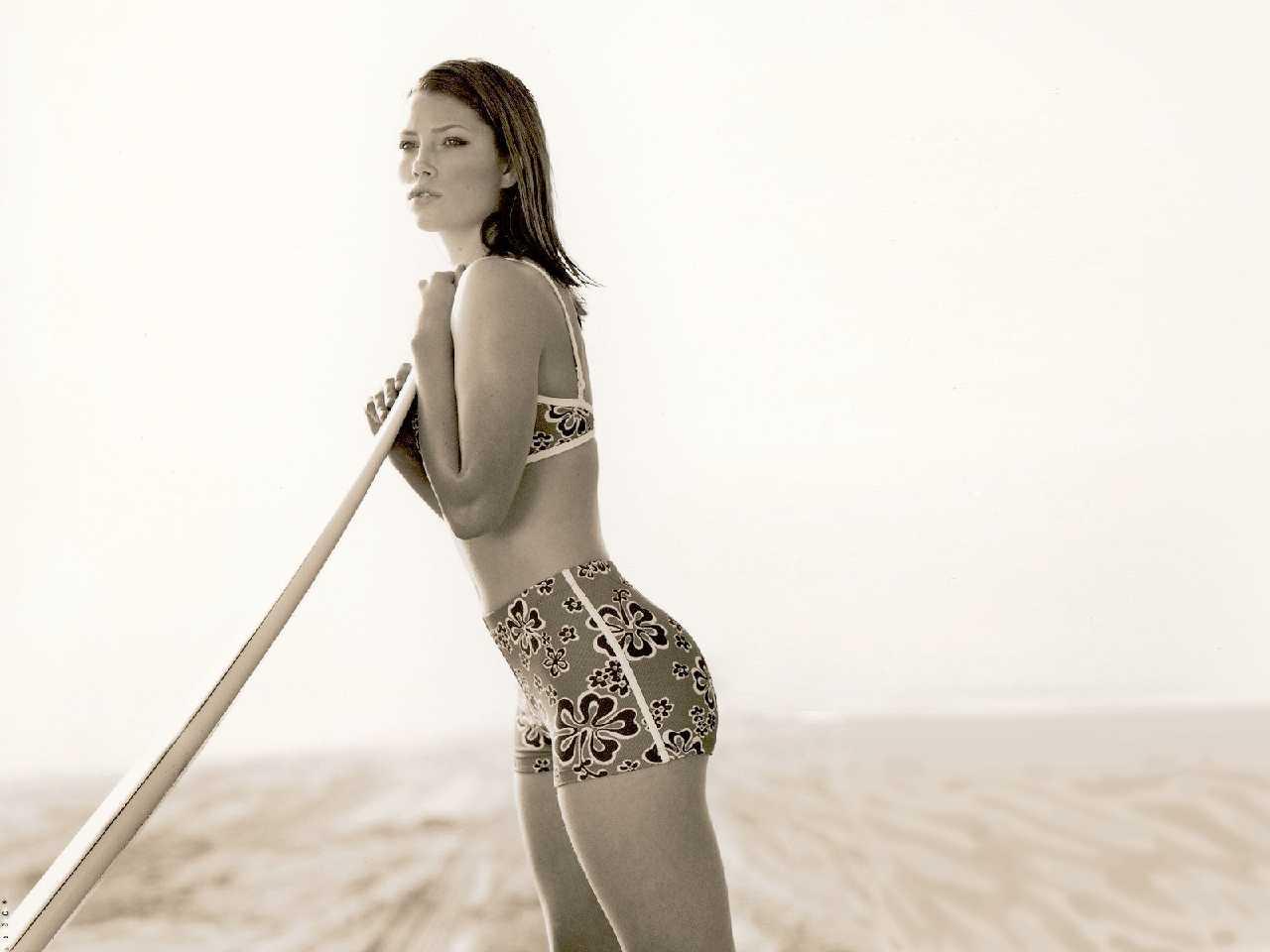 http://1.bp.blogspot.com/-ufP3XUy9730/TraQ8ijsjkI/AAAAAAAAiF0/3lexP3v9odI/s1600/Jessica+Biel%25E2%2580%2599s+Hottest+Bikini+Pics+61.jpg