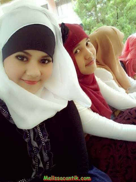 lovely college hijab girl from unpad bandung pictures 2014