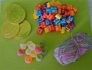 Material para hacer un Rosario de Caramelos de Tots els Sants