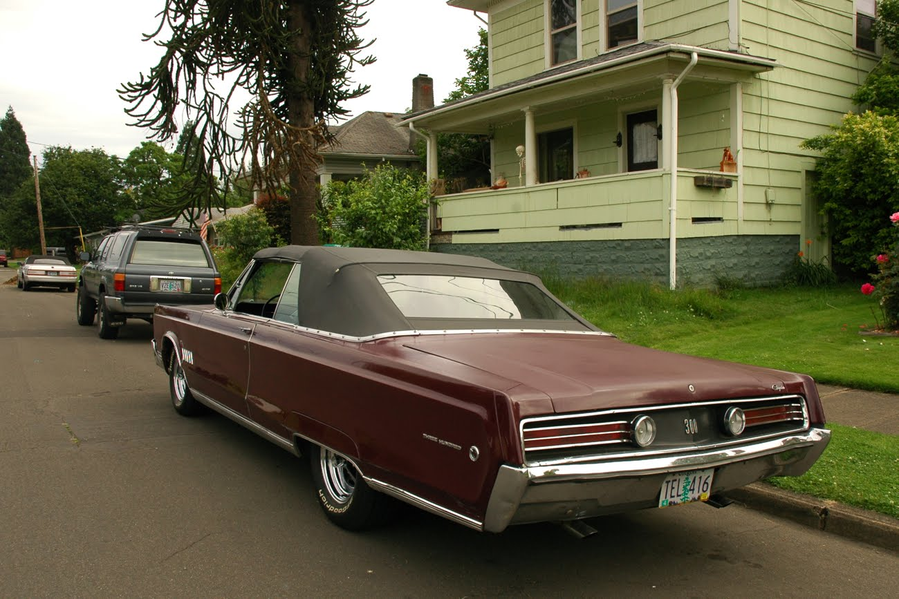 http://1.bp.blogspot.com/-uf_abubFNy4/UBWnQ1Ry-NI/AAAAAAAARAU/jL-Bpuq7yrc/s1600/1968-chrysler-three-hundred-300-convertible-2.jpg