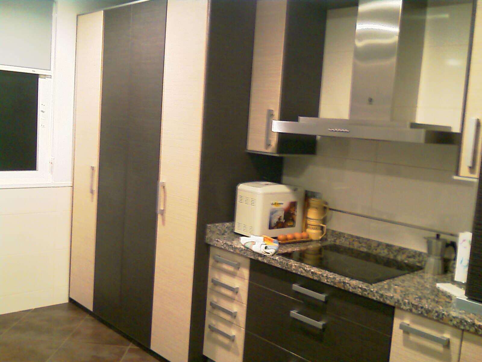 Carpinteria los molinos fotos cocinas for Puerta lavadero