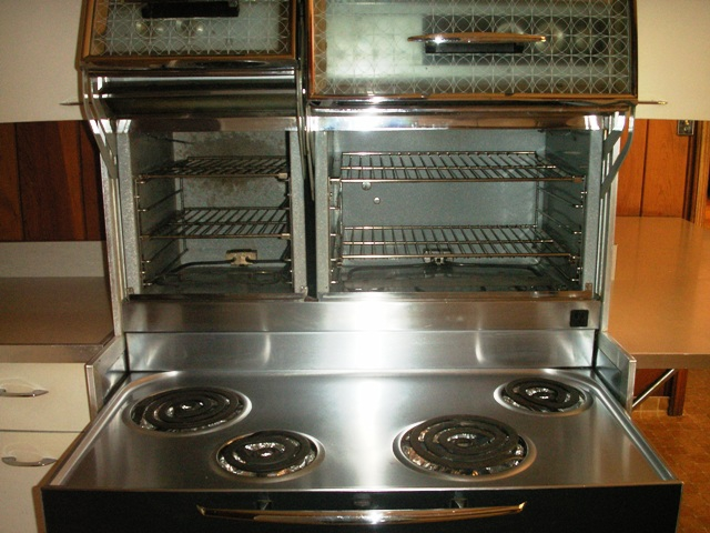 Tv kitchens a history of the 1960s u s kitchen samantha for Eye level oven kitchen designs