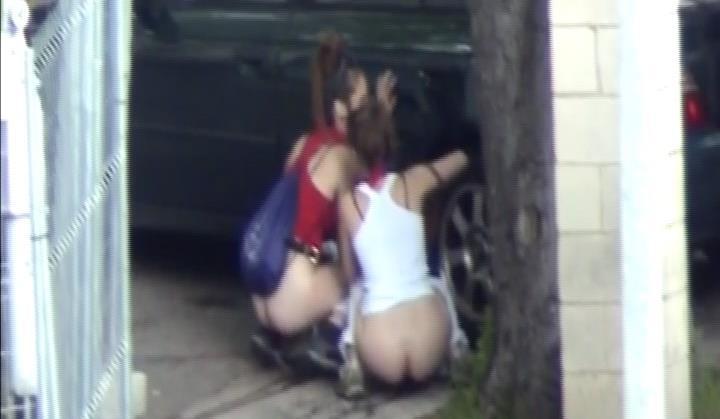 Voyeur Zone: Spanish pee girls