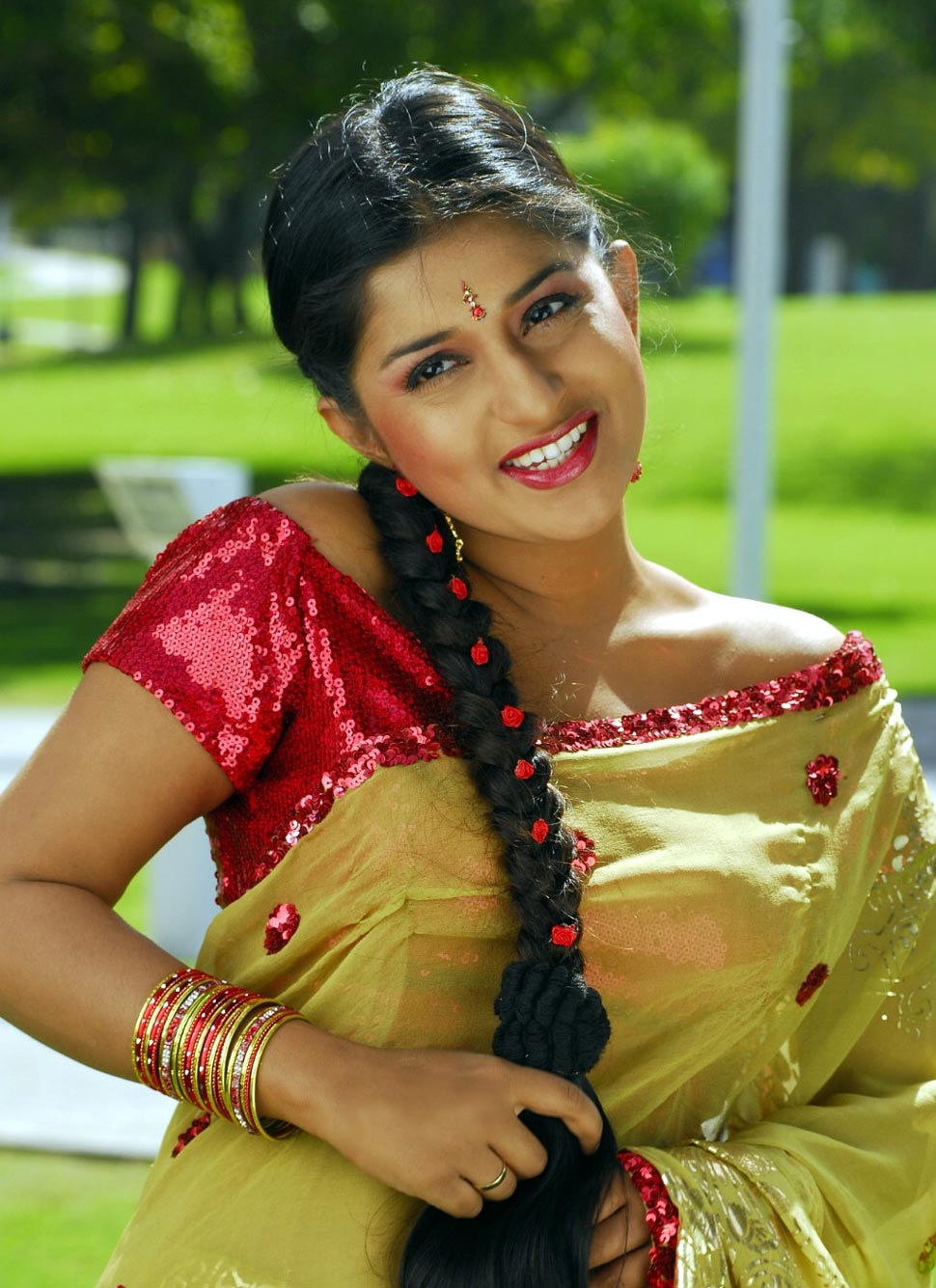 South Indian Actress Hot Malayalam Serial In Saree