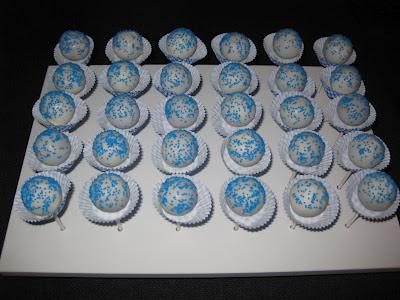 miss golosinas ohh blau blau zur taufe cake pops und torte. Black Bedroom Furniture Sets. Home Design Ideas
