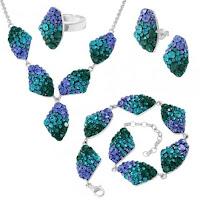 http://www.bijuteriifrumoase.ro/cumpara/bijuterii-cu-cristale-swarovski-chaton-galactic-fb-19-complet-1107