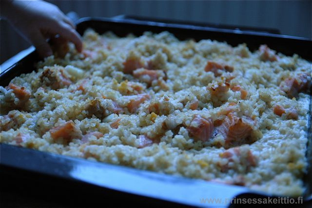 Lohi-riisilaatikko