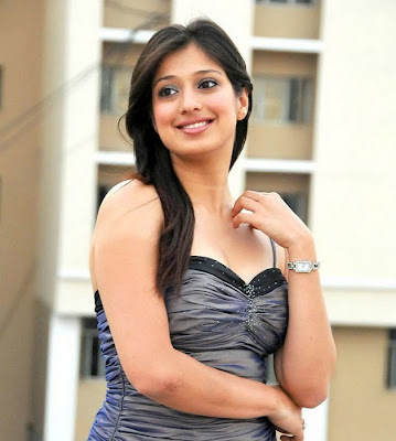 Lakshmi Rai Show Cleavage Photos