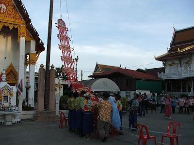ประเพณีไทย แห่หงส์ธงตะขาบ