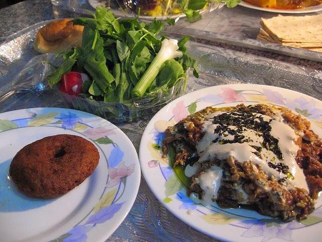 street food cuisine du monde recette d 39 aubergines grill es au four grenade pignons de pin. Black Bedroom Furniture Sets. Home Design Ideas
