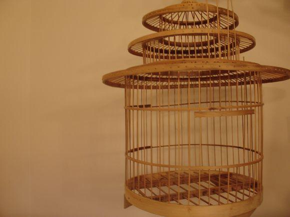 s cotine fait sa maligne les petites choses de paris meuble en carton et lampe en cage. Black Bedroom Furniture Sets. Home Design Ideas