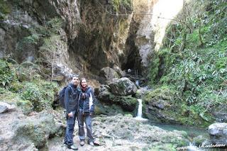 Imagen de la entrada de la Grotte du Lac en Kakouetta.