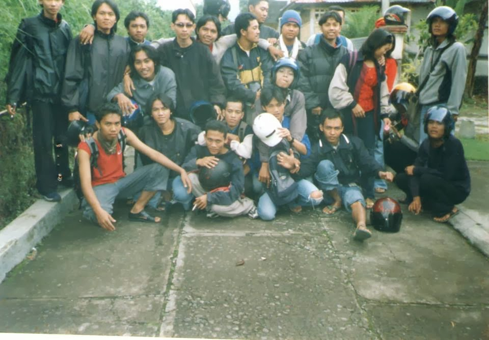 Foto Kenangan Bersama Teman-Teman Kuliah di Tawangmangu