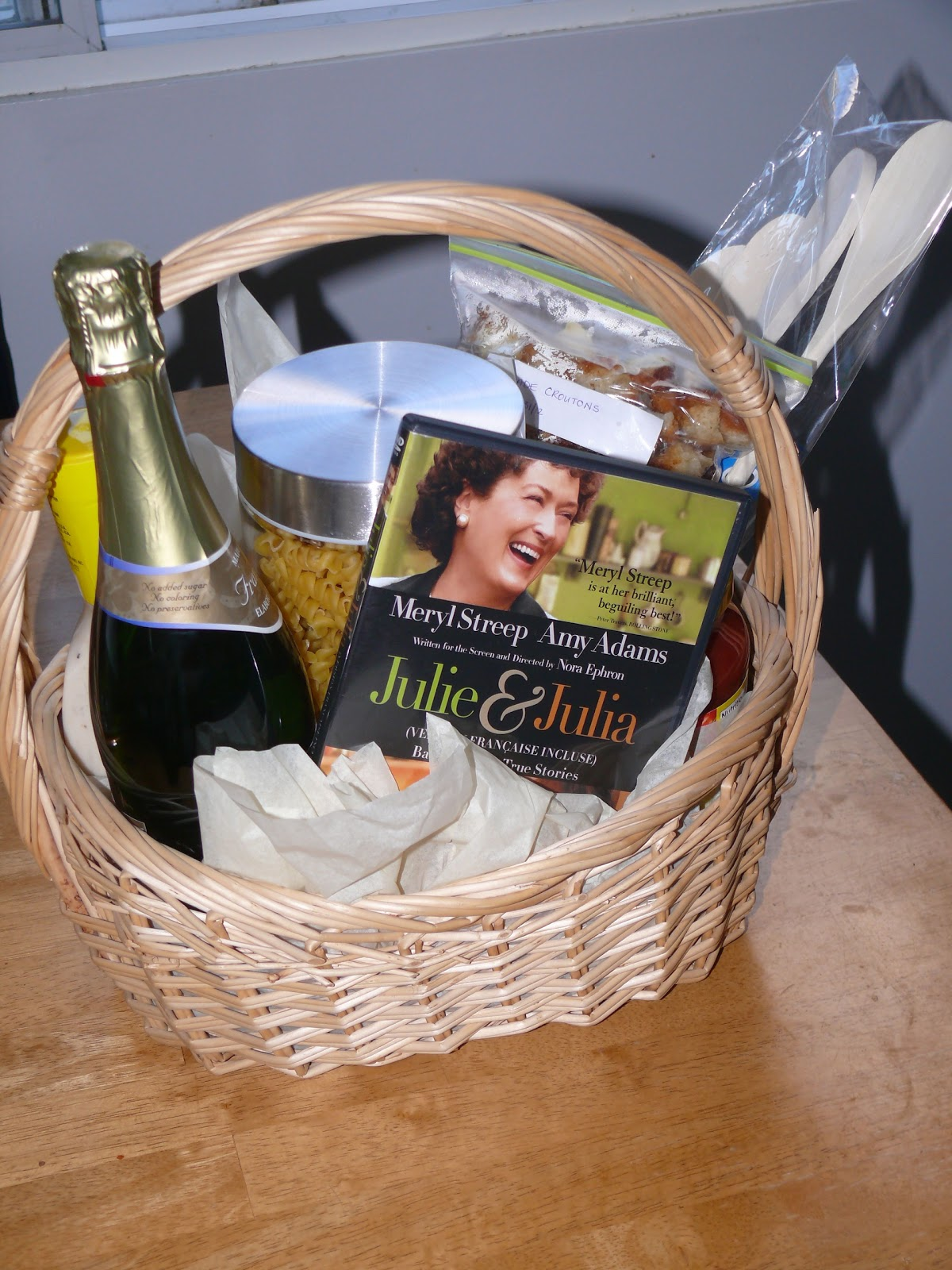 TIME TO BE CRAFTY: DINNER AND A MOVIE GIFT BASKET | Busy Mama