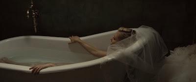 http://1.bp.blogspot.com/-uhylUcbwsPA/Tt58EGToBOI/AAAAAAAABng/yiB92ZasINc/s400/Kirsten_Dunst_jeune_actrice_actress_comedienne_Melancholia_lars_von_trier_film2-800x336.jpg