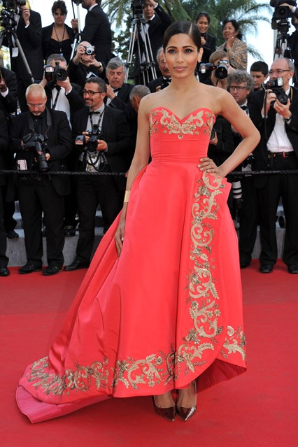 Freida Pinto in a coral Oscar de la Renta gown with gold metallic Jimmy Choo shoes at Cannes 2014
