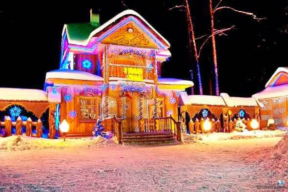 Belarusia_Father_Frost_Wooden_House