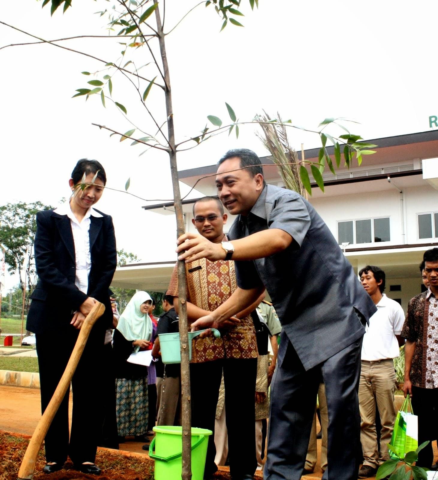 Menteri Kehutanan Mengunjungi RST di Desa Jampang