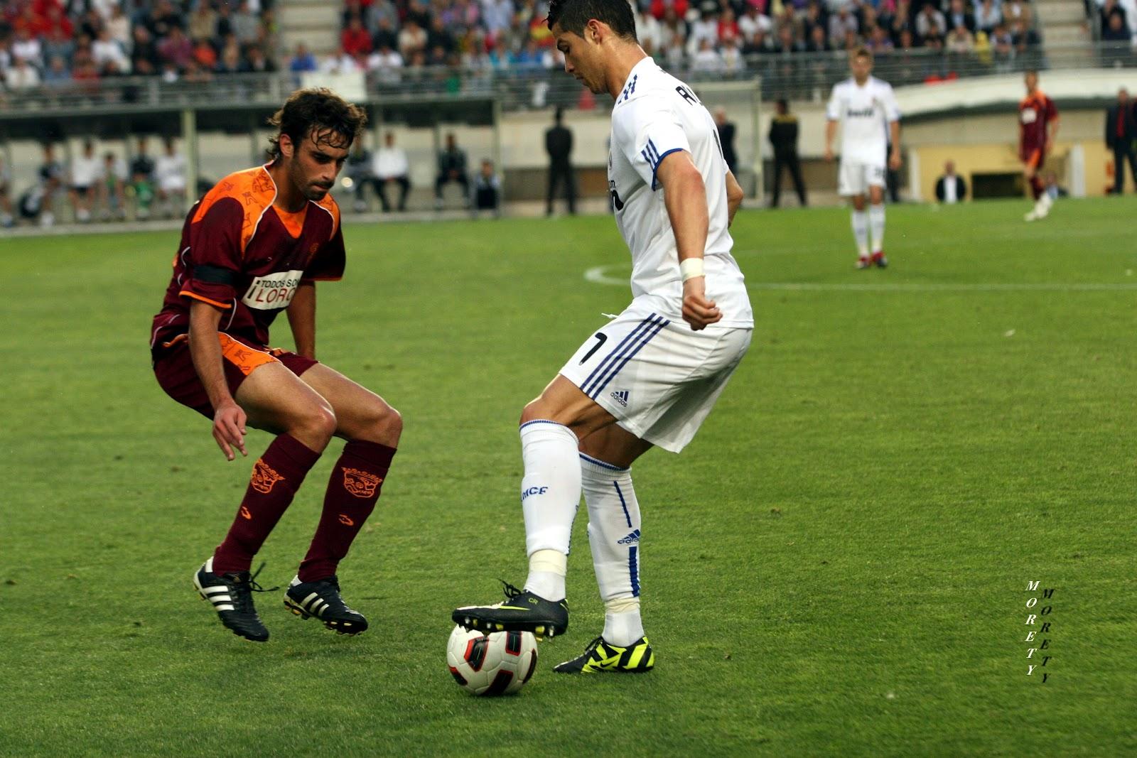 http://1.bp.blogspot.com/-uiGeRSDAX8A/UD-5eW183oI/AAAAAAAAbfI/ykc06KCgMCY/s1600/Urzaiz+Marcando+a+Cristiano+Ronaldo+-+Foto+Morety+-+Murcia+seleccion+2+Vs+Real+Madrid+2+-+19+-5+-+11+975.jpg