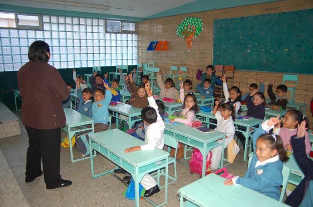 VERDE EN SERIO: Los maestros y su partido