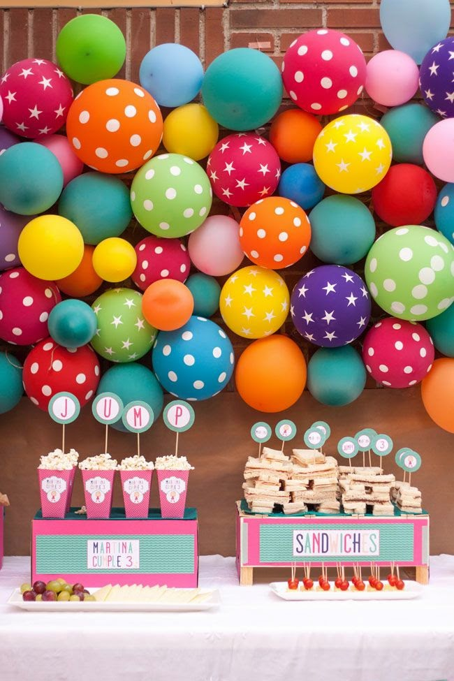 Fun 39 n 39 frolic 5 diy balloon decoration ideas without helium for Balloon decoration on wall