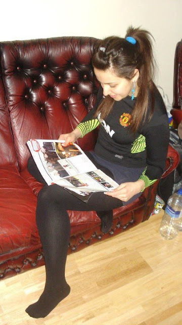 A girl reads Manchester United news