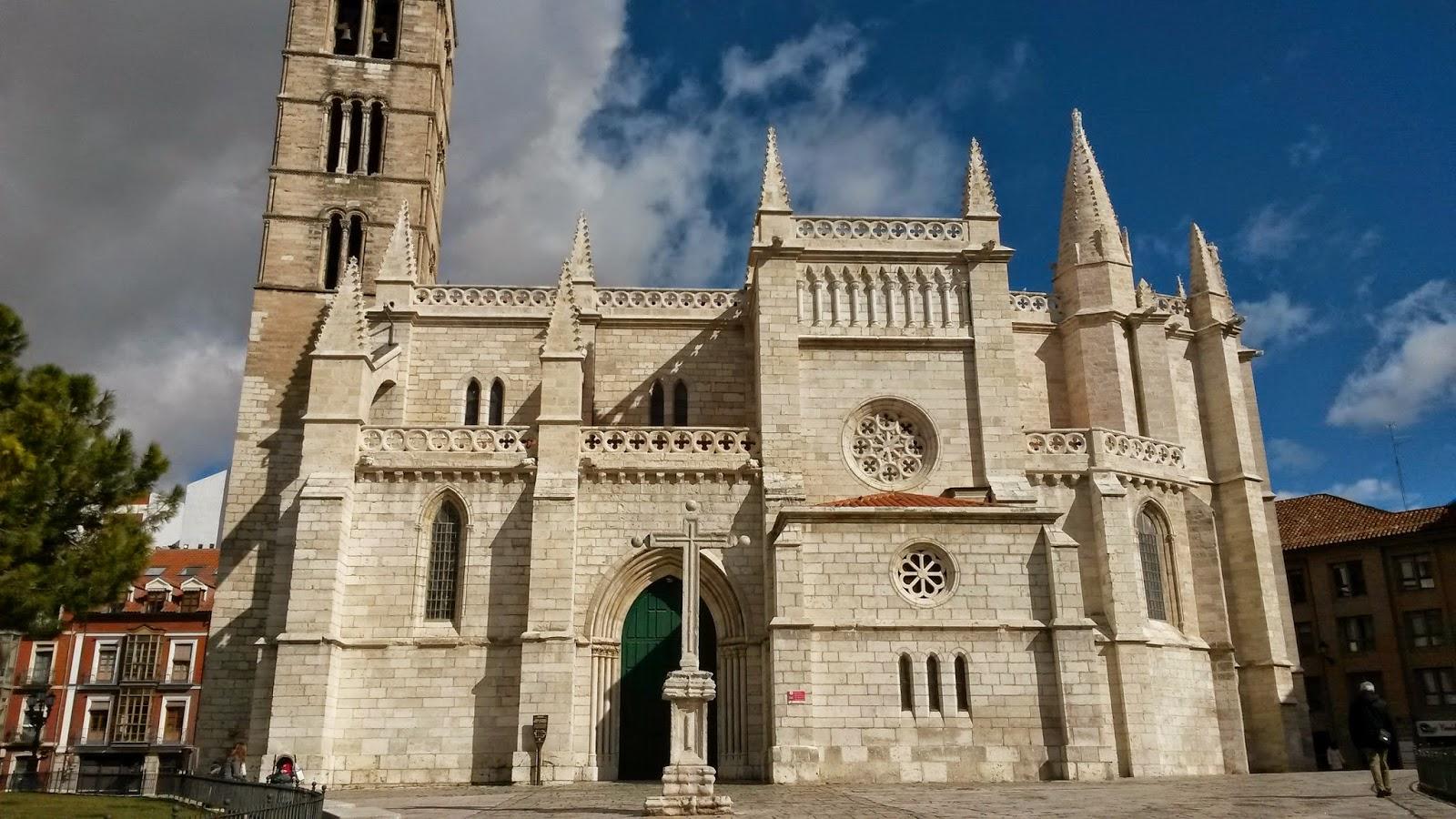 Iglesia de Santa María La Antigua, situada en uno de los lugares más bonitos de Valladolid.