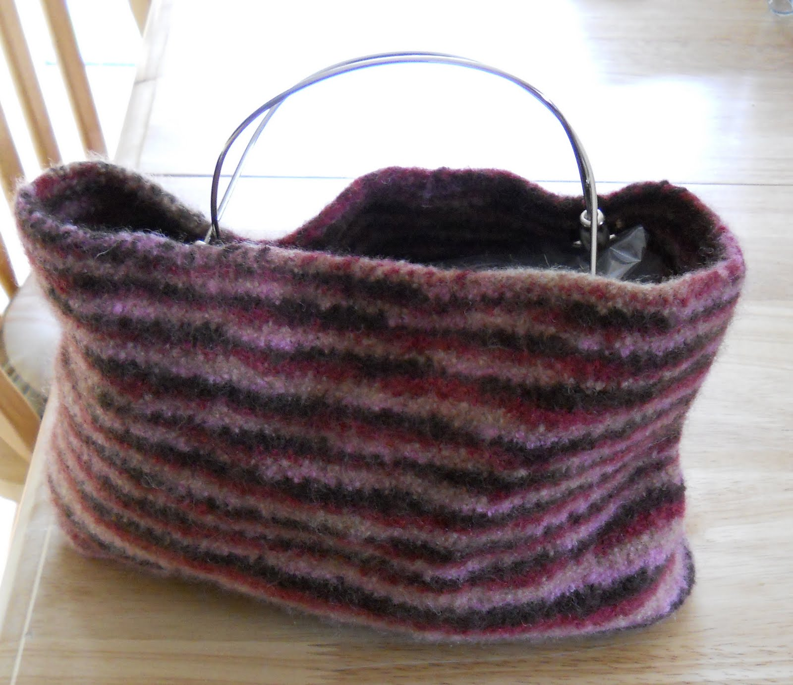 Knitted Purse Pattern : Knitting with Schnapps: Finally finished - a felted bag!