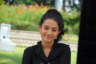 ACTRESS AMRITA RAO SEXY PICTURES