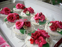 Red white floral cuppies