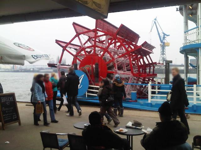 Raddampfer Freya mit verweistem Rad - Hafen Hamburg