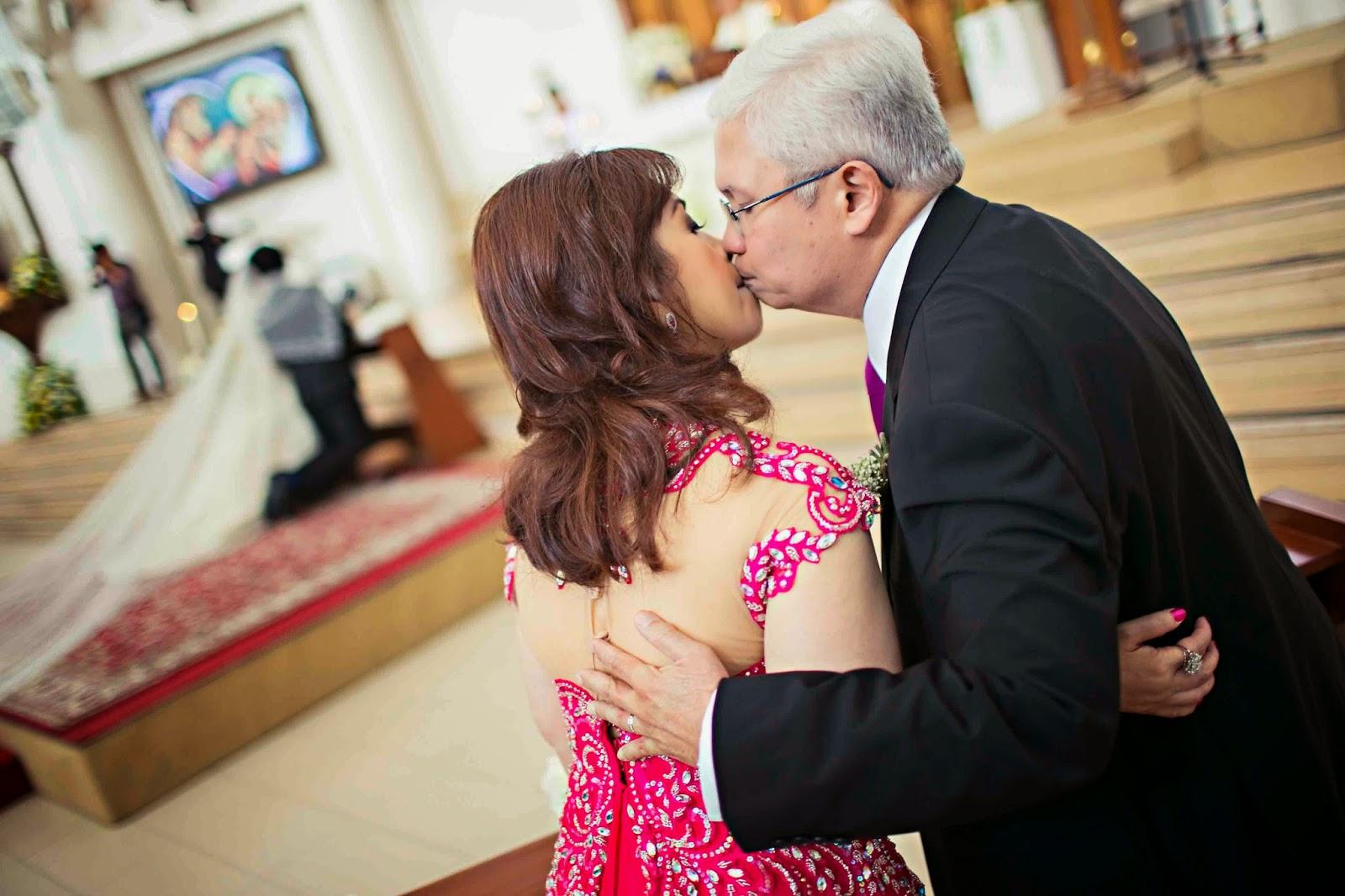 Folks Kissing