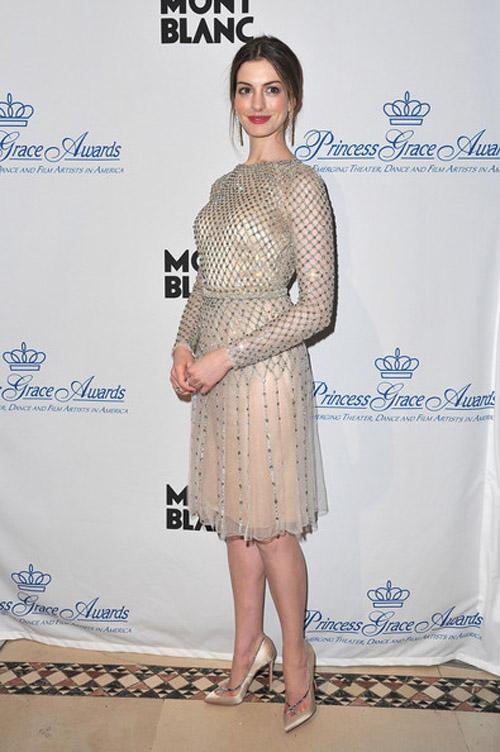 Anne Hathaway Fashion Style