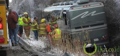 Weezer Bus Insiden