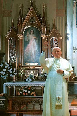 http://1.bp.blogspot.com/-uj4_nXk0lKc/T63Q0lJjgnI/AAAAAAAAEcQ/rL1NYl3lLc8/s1600/Pope+John+Paul+%26+Divine+Mercy.jpg